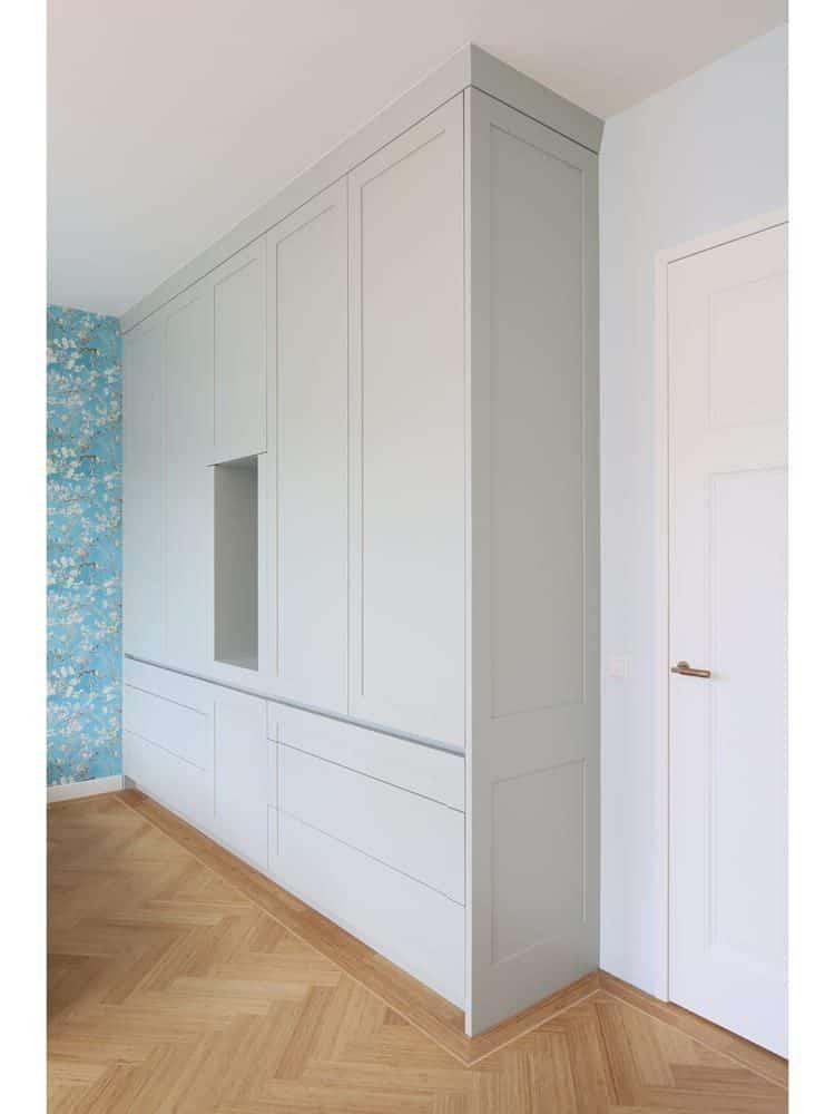 Witte houten kast voor slaapkamer